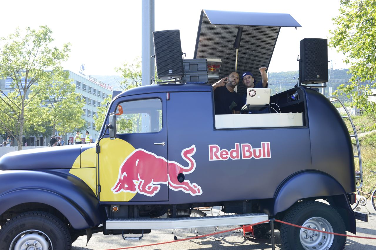 Red Bull DJ-Bus